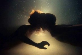 wpid-romantic-underwater-kiss1.jpg